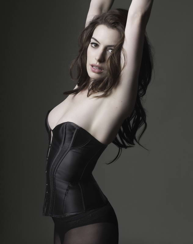 Anne Hathaway is to play the role of Selina Kyle AKA Catwoman in Christopher